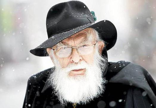 "Happy 86th birthday to James ""The Amazing"" Randi, founder of @JREF, born August 7, 1928. http://t.co/cQIvnNVGgu via @SkepticHistory"