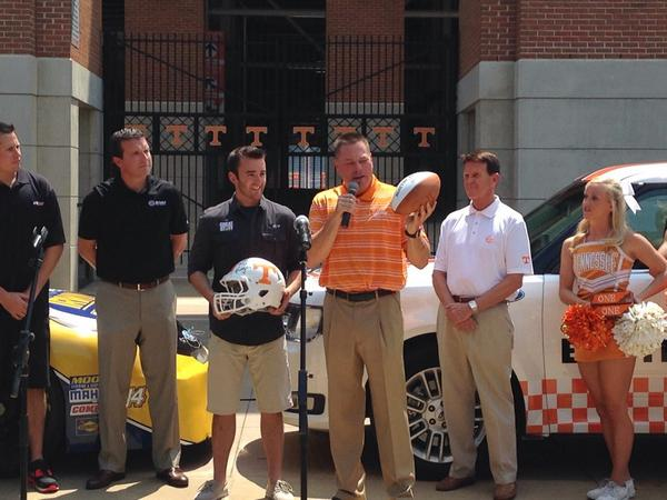 JONES: We talk about one team, one commitment and we are glad to bring @austindillon3 into our team. @UTCoachJones http://t.co/XHVnwMMy80