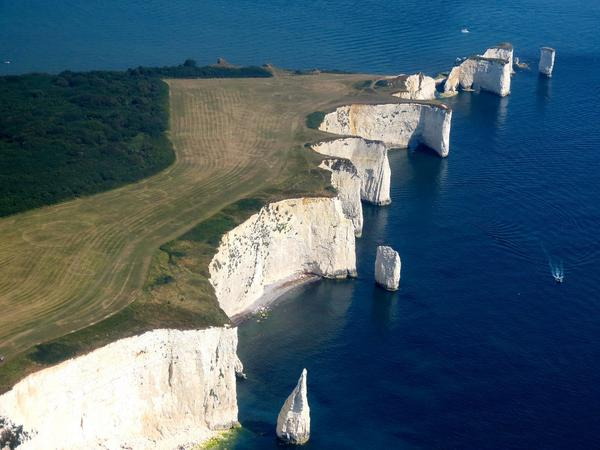 This fantastic shot of Old Harry Rocks near Swanage was taken from 1300ft by Andy Amor. #Dorset @bbcweather http://t.co/IJcmVCGyYx