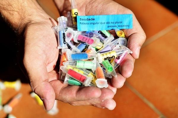Rapper inova ao distribuir poesia em tubos de drogas: 'vício em leitura' http://t.co/RmlwY9HFLb #G1 http://t.co/vr9D8aEZzh