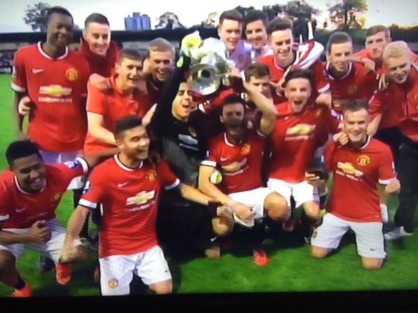#Mufc Manchester Senior Cup winners 2014 @TomLawrence99 http://t.co/giP8iq1bMY