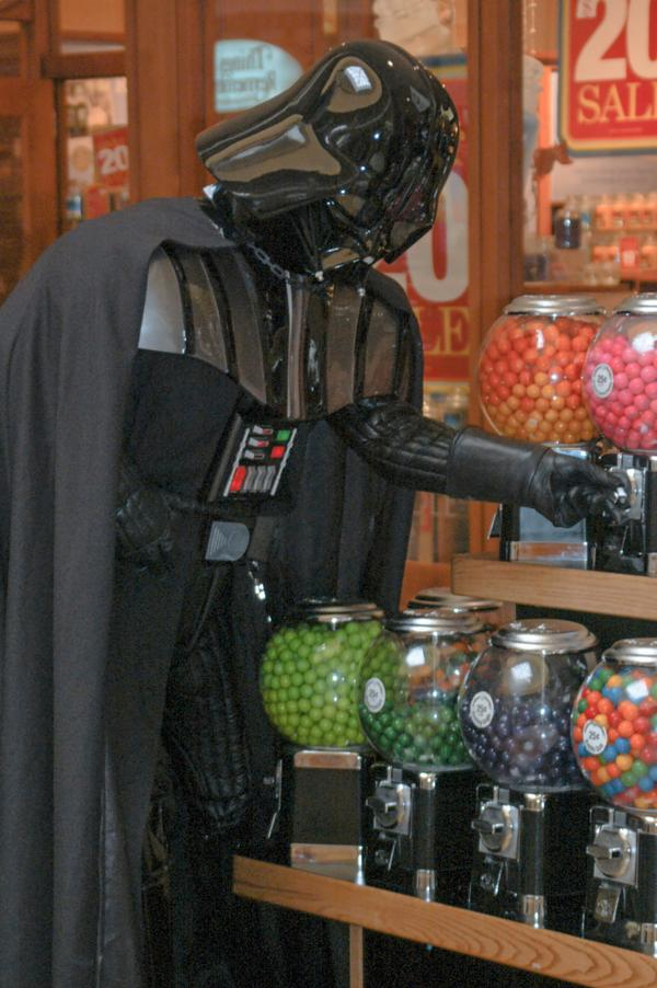 Vader want candy... http://t.co/esQXAVflyZ