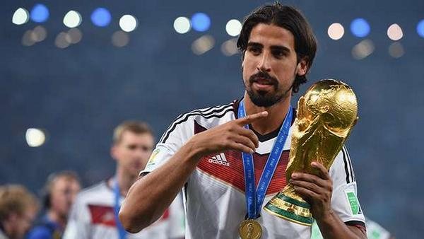 Sami Khedira has spoken to Arsenal, Chelsea & Man United this summer [Sport]