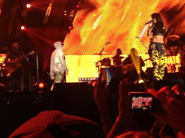The Monster Tour: Rihanna & Eminem BufXY0zCYAEhWoe