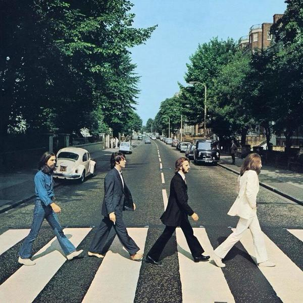 #OnThisDay in London in 1969, photographer Iain Macmillan captures what became the Beatles' Abbey Road album cover http://t.co/CNo75yEptv
