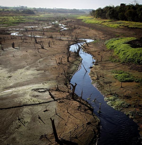 São Paulo sofrerá com falta d'água também em 2015, prevê meteorologia. http://t.co/oN88vxGFu7 http://t.co/IVAVCMfFX1