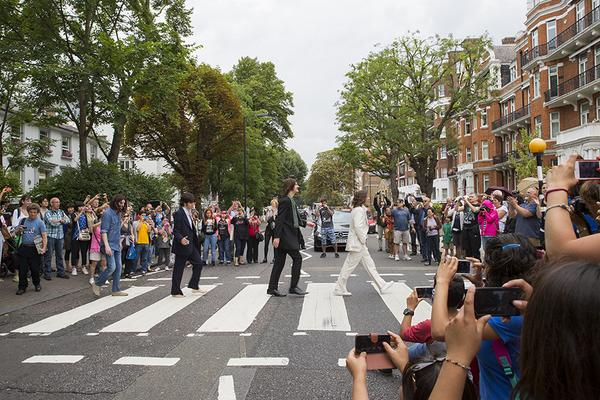 The scene at the Abbey Road crossing at 11.35am today, 45 years to the minute since The Beatles had their photo taken http://t.co/cr0ETajcRg