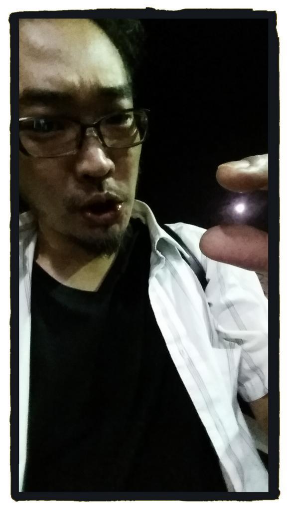 月が綺麗ですね  (つかまえてみたよ) http://t.co/uR1YWyS199