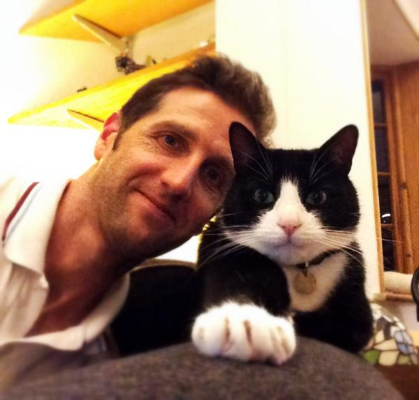 Happy International #Catday from Pitney & me http://t.co/D37Mr7Xvr9