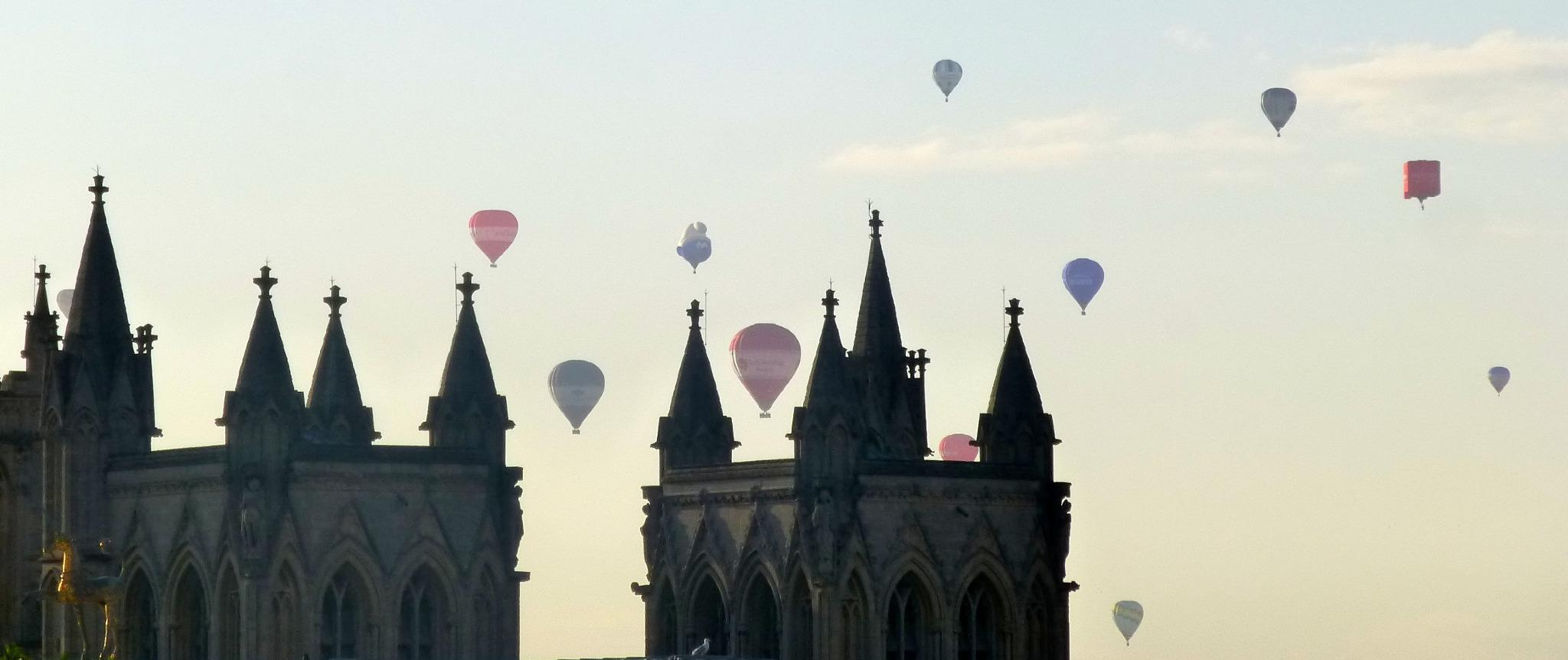 """@GeorgeFergusonx here they are @bristolballoon over other Cathedral, from Brandon Hill, #Bristol at its best! http://t.co/0DL7zLtcvx"" wow x"