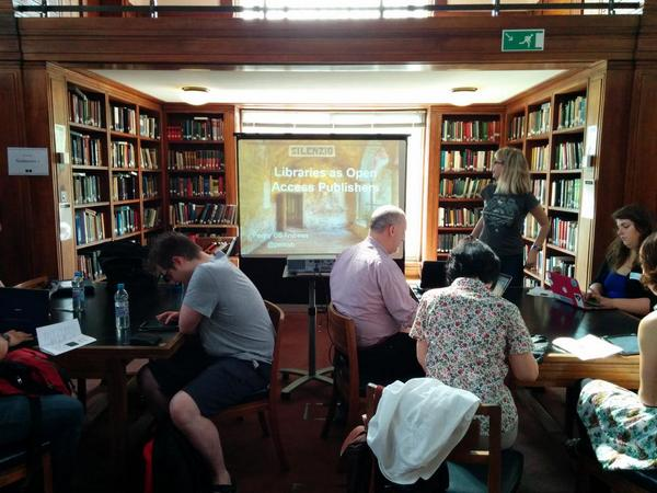 Libraries as Open Access publishers led by @pennyb. One of our first exciting #PiandMash sessions! http://t.co/cQyHkCpRCz