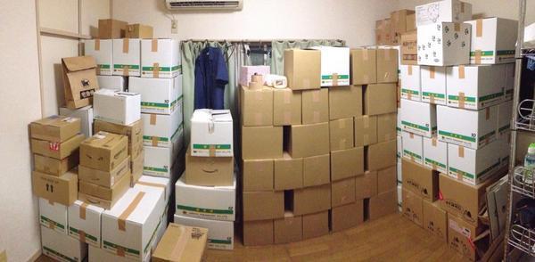 自他共に認める漫画馬鹿である花さんが引っ越しをすることになりました。さて、使ったダンボールは何箱でしょう。  答え:194箱 http://t.co/AQVJRCxcJM