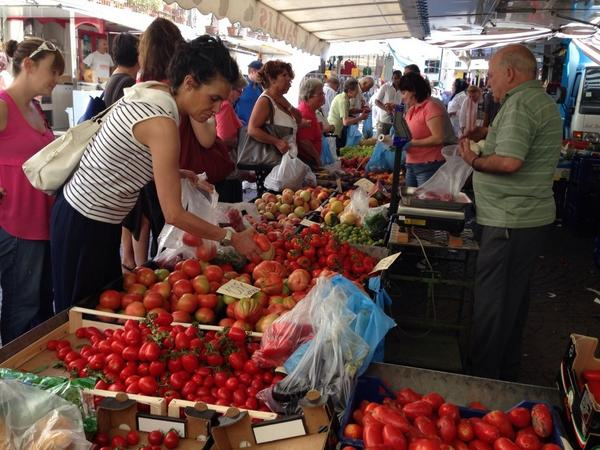 Al mercato in #Greve oggi. Now THOSE are tomatoes! http://t.co/Grr4DiYwwe