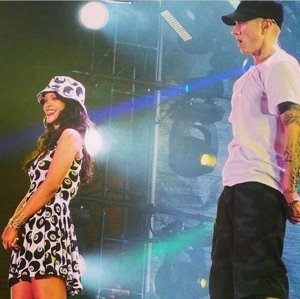The Monster Tour: Rihanna & Eminem - Página 3 BunJmJtIcAAFOVx