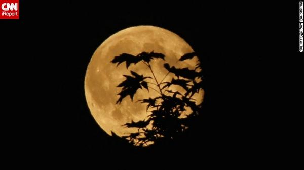 The brightest supermoon this summer happens Sunday night. Here's a glimpse: http://t.co/XxqauhN2wT http://t.co/V92AwXlXFb