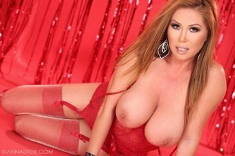 I love #red ❤️RT @fernando_maxim: Big titted MILF ready for bed #milf #cougar @Kianna_Dior http://t.