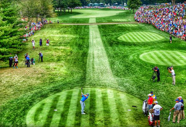 Nice pic from @GettyImages (processed using digital filters) of Rory on the 1st tee. http://t.co/Y5c4cC4pBf