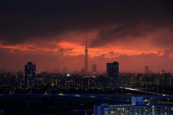 本日の東京スカイツリー方面の夕焼け。突然はじまった夕焼けはなキレイでした。 pic.twitter.com/JXdwvmwHFz