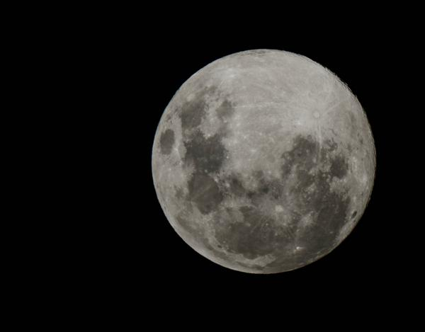 Tonight's #supermoon in all his/her/it's glory. http://t.co/EbSHgyU72D