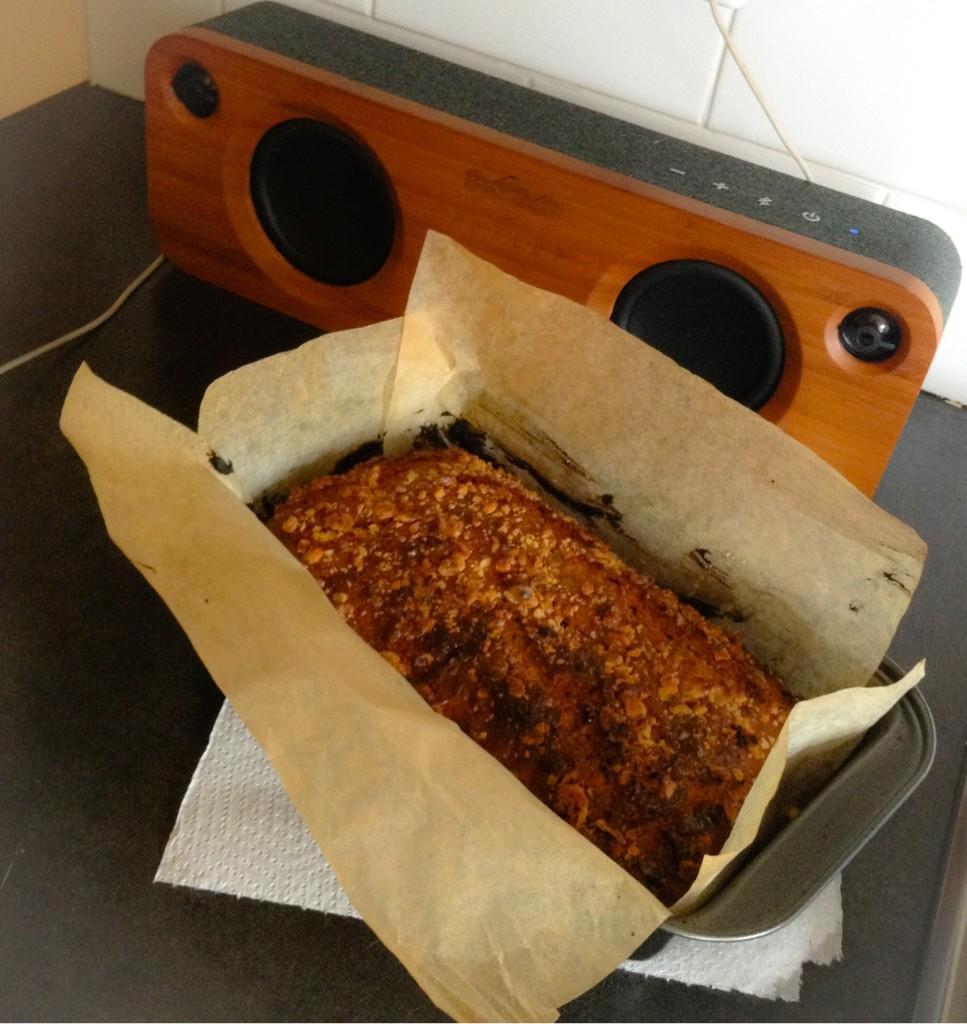 Home made banana bread....yeaaaah booiiii. http://t.co/nzKVCbl6fx