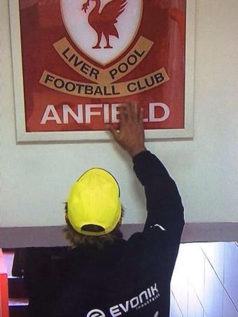 "Jurgen Klopp touching ""This is Anfield"" sign. #respect #bvb http://t.co/K4z3w62JlJ"
