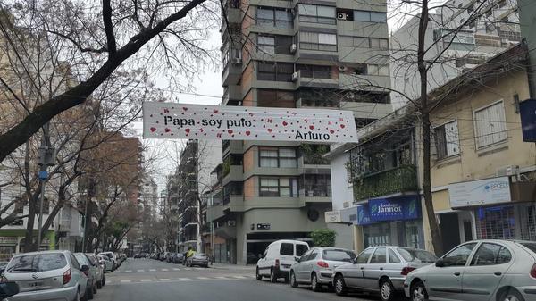 Arturo salió del closet a lo grande. http://t.co/7Xpvugu1tU