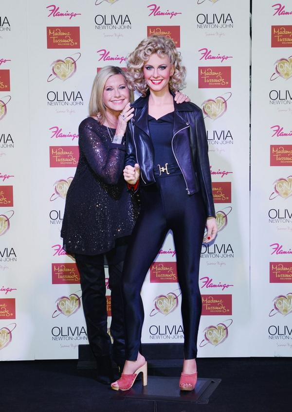 It's @olivianj posing with her Madame Tussauds Hollywood wax figure at @FlamingoVegas. Love! Photo @denisetruscello http://t.co/7r3gIX9J4H