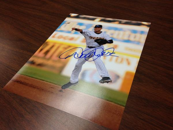 Chance 2 win Derek Jeter signed pic if RT 5000 times by 11am tmrw - @MiLB @Yankees #VoteRookieThunder #MascotMania http://t.co/qQfnzKhlRk
