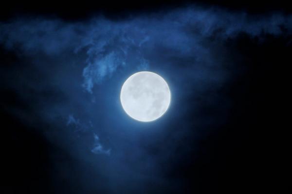 夜更かしスーパームーン、撮ってきました!そろそろ眠ります... pic.twitter.com/sLhC7c5hCf