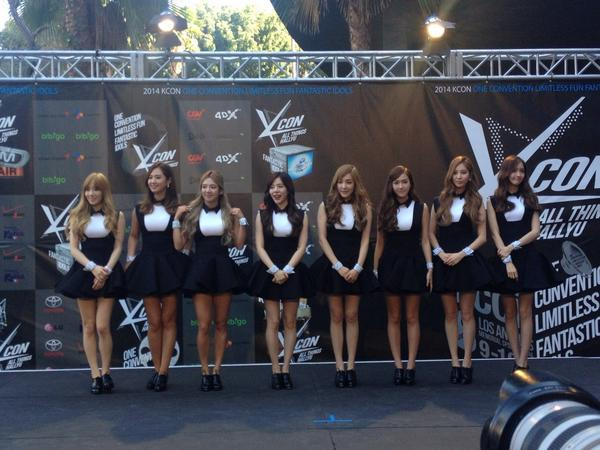 #girlsgeneration on the #KCON2014 #KCON red carpet, right before they ask me to join lulz j/k http://t.co/wlAE5OaHe7