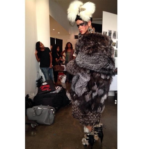 Dressing #Rihanna is a dream xoxo @wmag @mertalas @macpiggott @yusefhairnyc #kabuki #kabukimagic @michaelkors http://t.co/XxG6QsHwa0