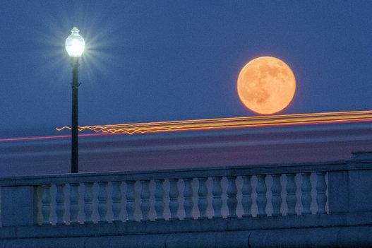 The best of the best from tonight's #Supermoon: http://t.co/KetVlg60X1 #supermoon2014 http://t.co/NMwMBG2hL4