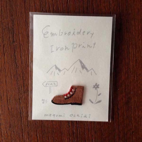 刺繍ワッペンその2。これは登山服につけたくて作った登山靴ワッペン。こちらの台紙も手描きしましたー。ぜひともお手に取って見てみてくださいね。http://t.co/LnrRxAuoZb http://t.co/wVyy1ZZA79