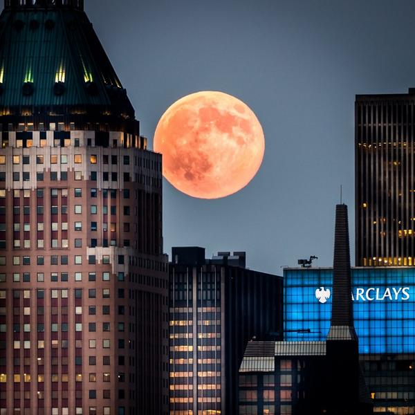 Tonight amazing #supermoon over New York City @EverythingNYC http://t.co/Hla5K23fRz