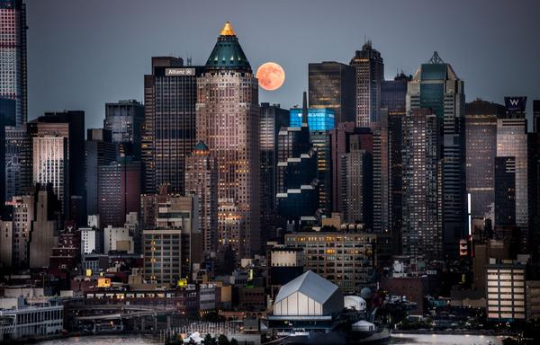 @itvnews tonight's #supermoon over NYC  by ITN cameraman Dan Martland http://t.co/IG88SRHO65