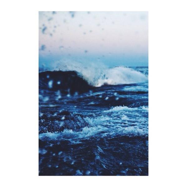 Жизнь заключается не в том, чтобы ждать, когда пройдёт буря, а в том, чтобы научиться танцевать под дождём. http://t.co/8j3tQUengw