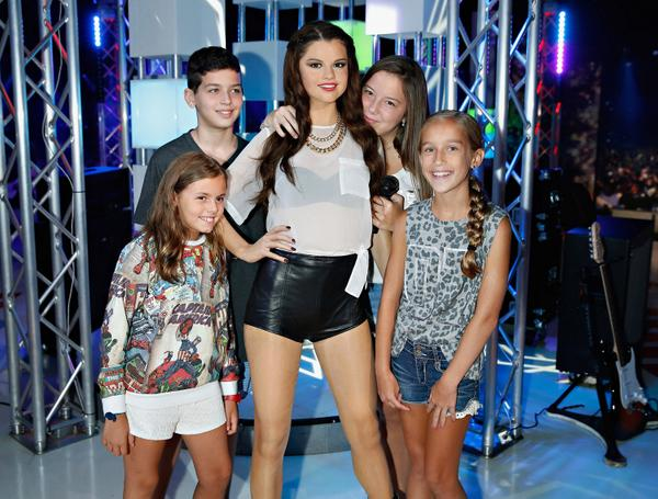 Congrats @selenagomez for accepting the Ultimate Choice Award @ Sunday night's Teen Choice Awards! http://t.co/glLCoNMzGB