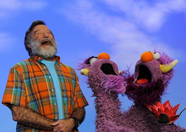 RIP ROBIN WILLIAMS - Film and TV stars around the world mourn loss of their funniest friend http://t.co/ih1Dsgnxd1 http://t.co/tSLKTqy2zd