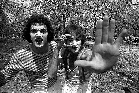 This makes me smile. RT @HistoryInPics: Robin Williams as a mime in Central Park, 1975 http://t.co/RKwz25o97S