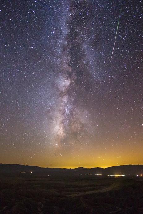 【ペルセウス座流星群】本日深夜、見頃のようです。ちなみにこちらは、昨年の様子。 wired.jp/2013/08/14/per… ギャラリーで、どうぞ。 pic.twitter.com/3MrQ4ndBn3