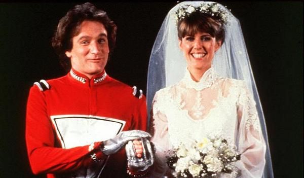 Who could ever forget his comic genius in Mork & Mindy! Not to mention I had a huge crush on Pam Dawber http://t.co/b5JbYOtSeu
