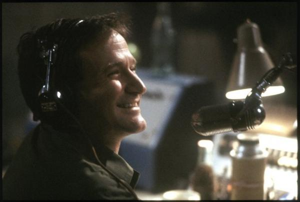 We are so sorry to report that Robin Williams was found dead on Monday afternoon. http://t.co/ZvS8nFTQ9w #RIP http://t.co/vM5ydXvtVH