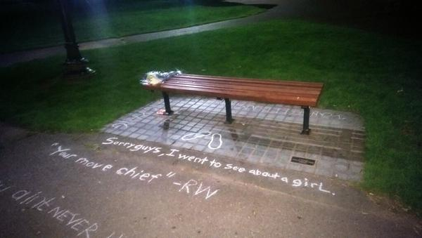 "A memorial for Robin Williams at the ""Good Will Hunting"" bench in the Boston Public Garden. (pic @rabbitnutz) http://t.co/NzYFf43OYu"