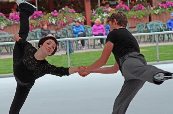 .@Meryl_Davis and @CharlieaWhite: grace on and off the ice http://t.co/EhFu3X7rUS #sunvalley http://t.co/ryaYeFwjup