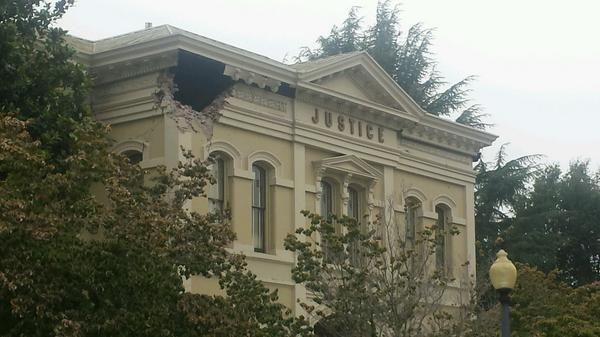 Hole in the courthouse following earthquake in Napa http://t.co/y4OXpI6bQ3