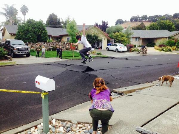California #earthquake creates opportunity for skaters in #Napa. (photo: via @vickydnguyen) http://t.co/YqMgYaUKHf
