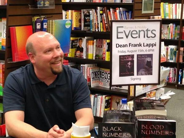 Enjoying the book signing event at Barnes and Noble last week. http://t.co/MnwhxqD53l