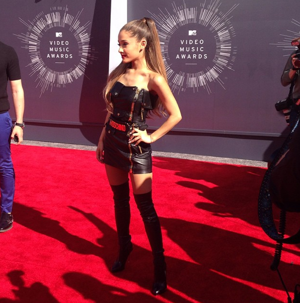 Premios & Nominaciones de Ariana Grande » MTV Video Music Awards 2015 [2 Nominaciones] - Página 2 Bv1yPwcCUAAhVTd