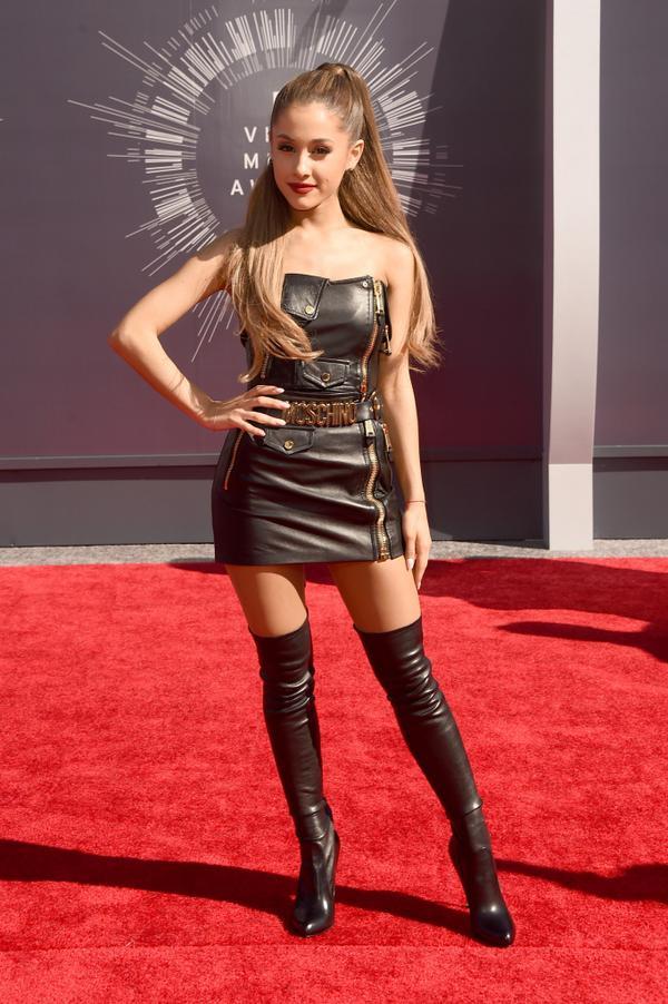 Premios & Nominaciones de Ariana Grande » MTV Video Music Awards 2015 [2 Nominaciones] - Página 2 Bv1yqVqCMAEpW3m
