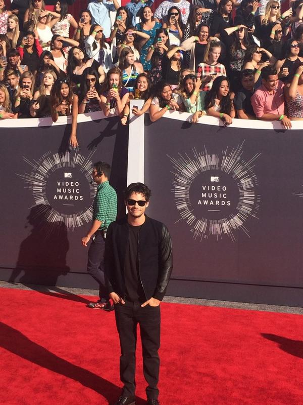 The always cool @dylanobrien from @MTVteenwolf arrives #VMAs http://t.co/GdHaly01R2